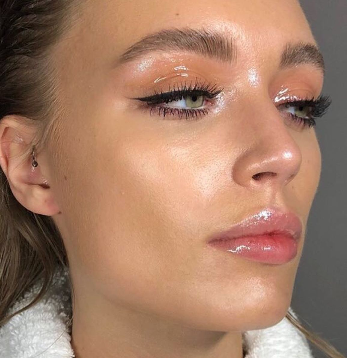 Get The Wet Look Makeup For Valentine's Day
