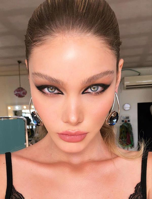 Valentine's Day Eye Makeup at Home 2021